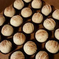 sNICKERDOODLE CAKE BALLLS